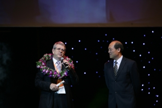 Gene Rumley Accepting the E-Business Champion Award